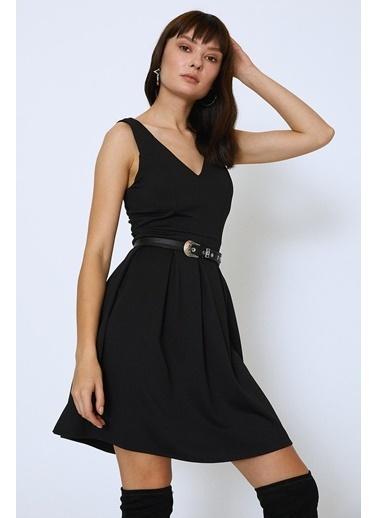 Quzu V Yaka Pileli Mini Elbise Siyah
